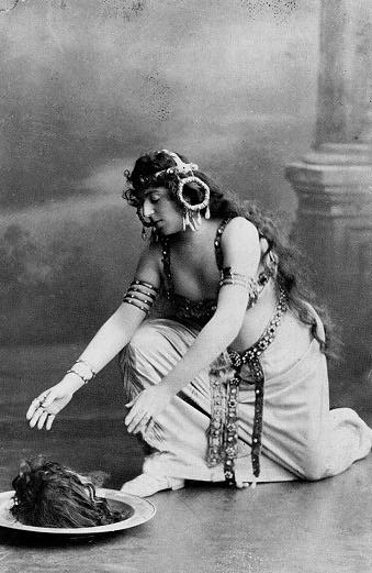 shanmonster.com:''This is a photo of Oscar Wilde as Salome. I don't know the date or photographer.  Then again, is it really? Apparently not. Controversy surrounds this photo. This isn't really Oscar Wilde, but a Hungarian opera singer named Alice Guszalewicz. Apparently, Alice Guszalewicz shared an uncanny resemblance to Oscar Wilde. Review photos of her show her wearing a costume identical to the one seen here.''