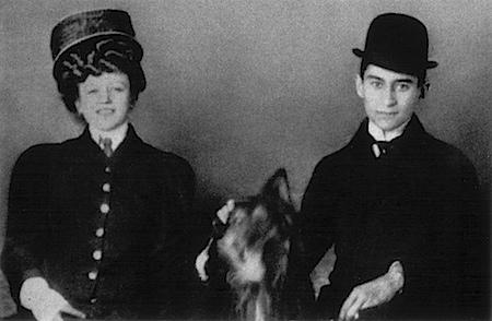 Kafka und die aus Wien stammende, drei Jahre jüngere Hansi Juliane Szokoll (© Archiv Klaus Wagenbach)